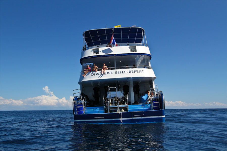 Manta Queen 3 Liveaboard dive deck
