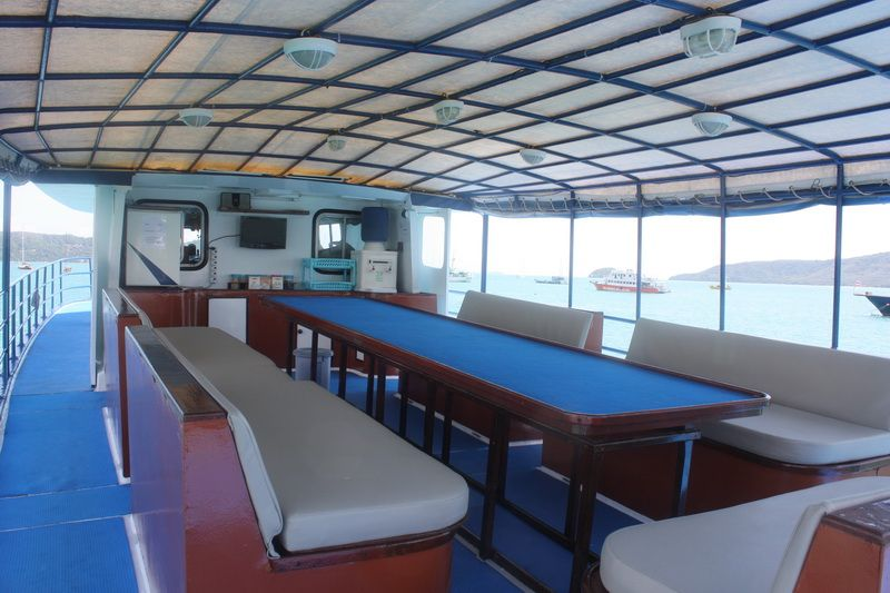 scuba adventure liveaboard upper deck