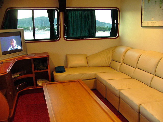 somboon 4 liveaboard lounge