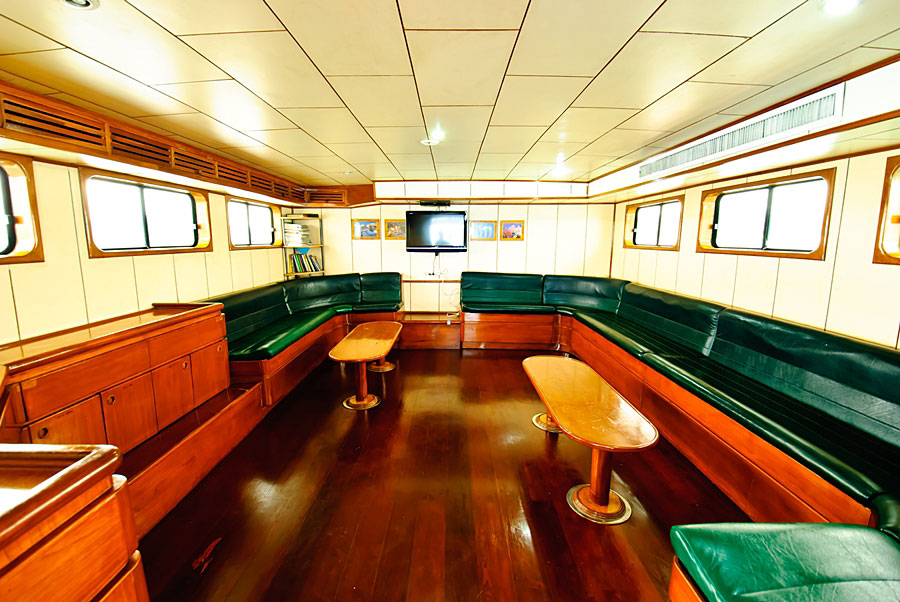 Deep Andaman Queen Liveaboard saloon