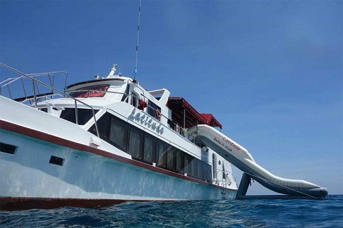 Racha Yai diving - Dive boat