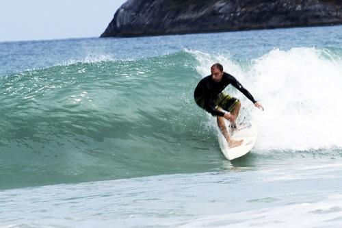 Camp de surf à kata beach